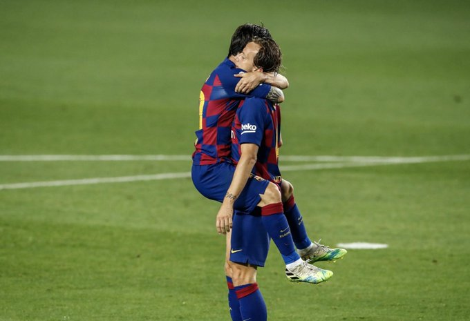 Rakitic and Messi during the FC Barcelona vs Bilbao match